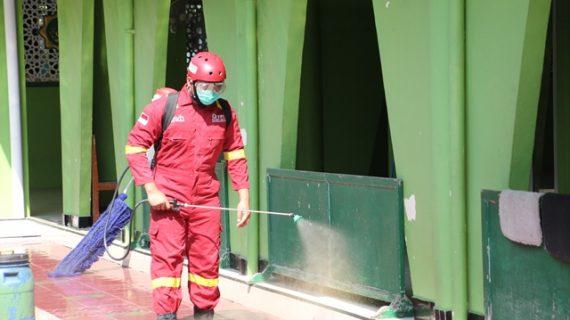 Menjelang Normal Baru, Desinfektasi Masjid Kembali Dilakukan